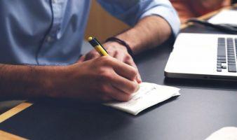 Handschrift-Laptop-Buero.jpg